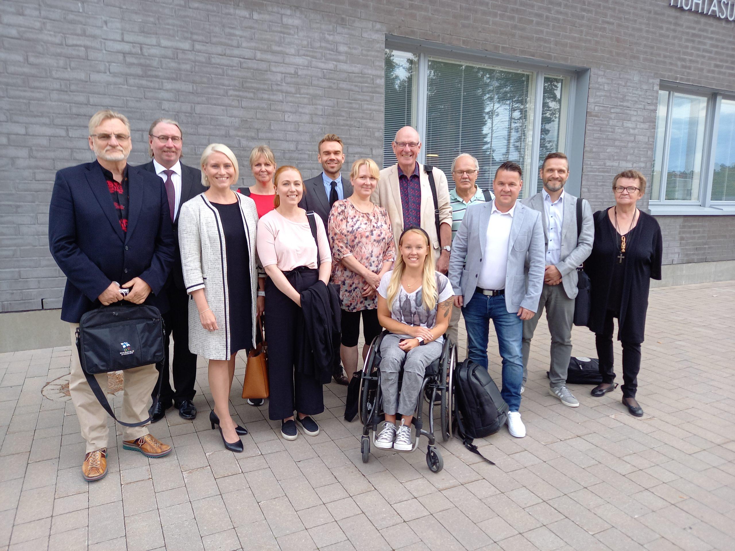 SDP:n valtuustoryhmä uuden valtuuston 1. kokouksen jälkeen 2.8.2021 Huhtasuon yhtenäiskoululla.